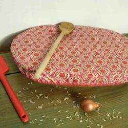 Couvercle-charlotte-ovale-tissu-enduit-fleurs-de-vie-.Breizh-RAINette-.Produit-breton.j