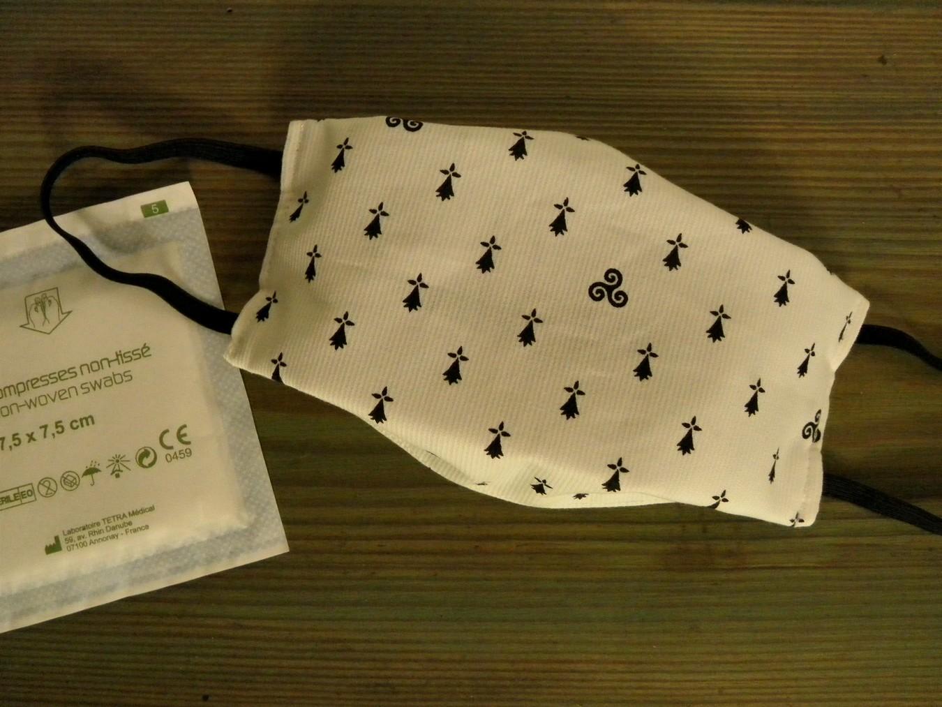 Masque-tissu-lavable-hermines.Breizh-RAINette.Produit-breton-