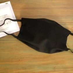 Masque-anti-postillons-noir-.breizh-rainette.Produit-breton.